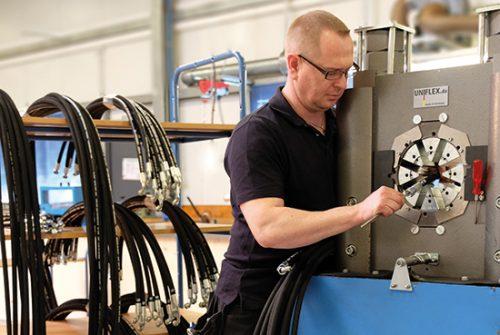 (Deutsch) Konfektionierung von Schlauchleitungen: Produktion